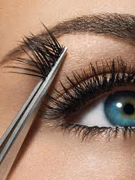 Use a tweezer to apply the falsies close to your eyelid.