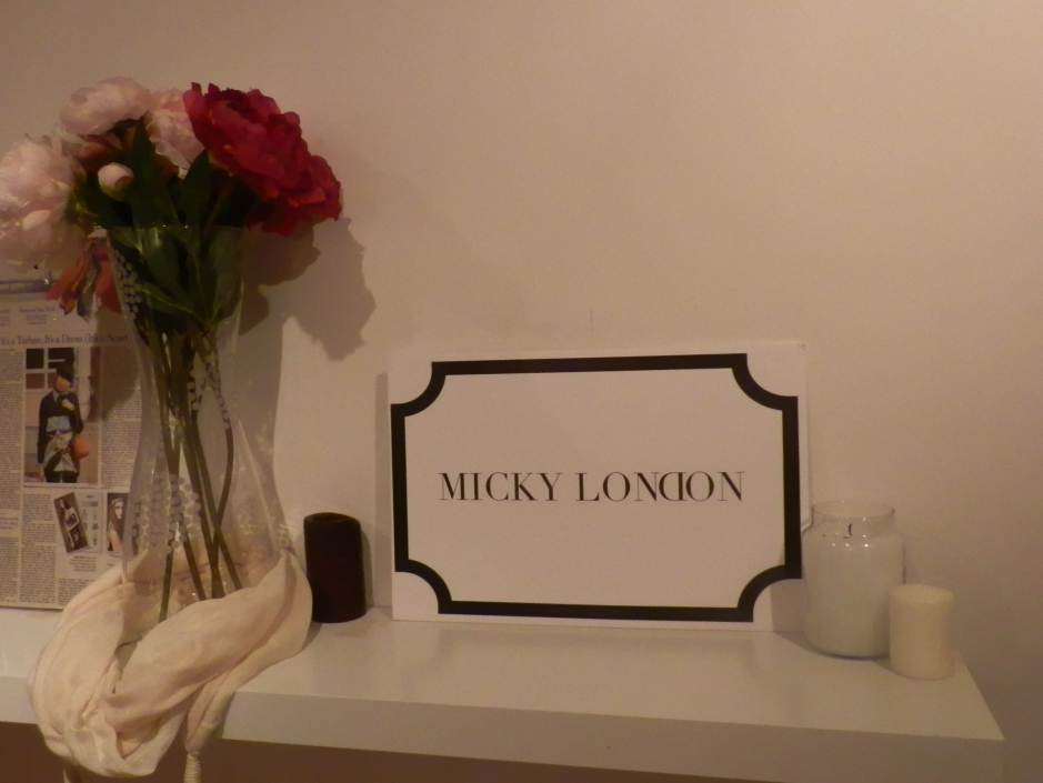 Micky Londo logo at entrance