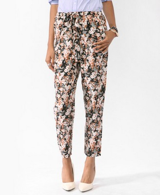 Cropped Conversational Print Pants, $24.80 at Forever 21