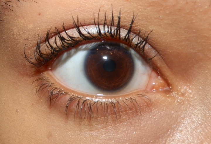 My eyelashes after a few coats - you can see how much it clumps.