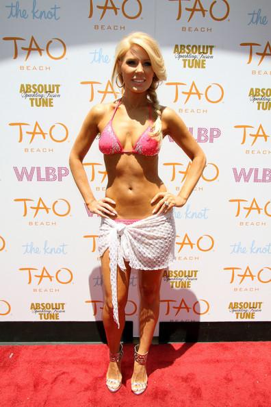 Gretchen+Rossi+sports+pink+bikini+hosts+World+XTv2i4_0hhCl