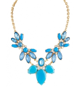elegance-in-blue-statement-necklace