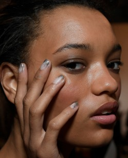 """Artist Gina Edwards created a grey-gold mantellic fade manicure using Morgan Taylor's """"Heaven Scent"""" as the base and """"Mattes A Wrap"""" for the top coat. A custom blend of """"Sweater Weather"""" and """"Chain Reaction"""" was layered with """"Give Me Gold"""" for the vintage metallic edge. (Photo Courtesy of Morgan Taylor Lacquer)"""
