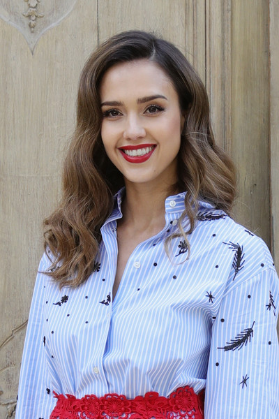 Jessica Alba at the Valentino show as part of the Paris Fashion Week Womenswear Spring/Summer 2017. (Oct. 1, 2016 - Source: Vittorio Zunino Celotto/Getty Images Europe)