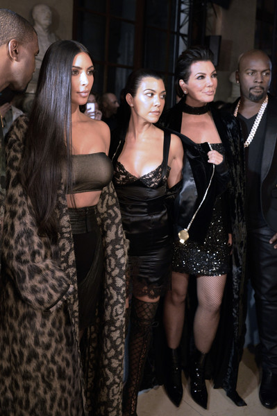 (From L) Kanye West, Kim Kardashian, Kourtney Kardashian, Kris Jenner and Corey Gamble attend the Off-white 2017 Spring/Summer ready-to-wear collection fashion show. (Sept. 28, 2016 - Source: AFP)